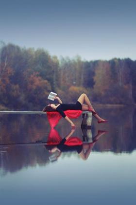 woman-reading-by-a-lake
