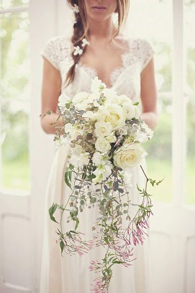 wedding-dress-wedding-flowers